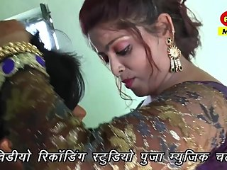 Hot bhojpuri song 75 - Boobs pressed, kissed & cleavage show in blouse