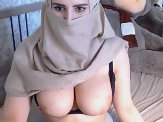 Desi pakistani college larki Aalia show pussy in video chat