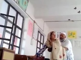 Desi school peon fuck teacher Bhabhi in classroom