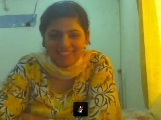 Lahori housewife Saba showing big boobs on webcam