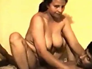Desi auntyfucke on video